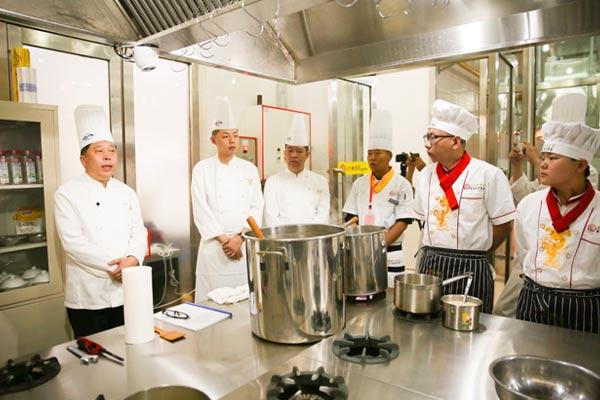 北方·钓鱼台烹饪学校邀请钓鱼台国宾馆烹饪名师来校现场授课指导